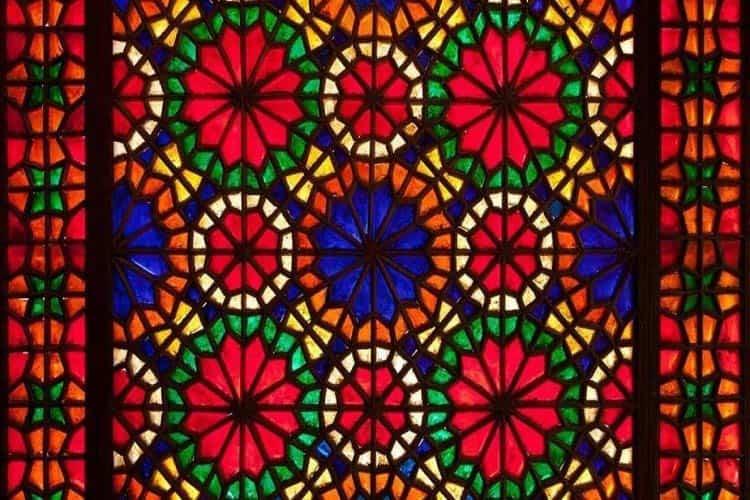 دکوراسیون با شیشه رنگی